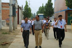 8月22日,县人大常委会主任任山景,县委常委、组织部长贾志强参加我县市级人大代表农村基层政权视察活动